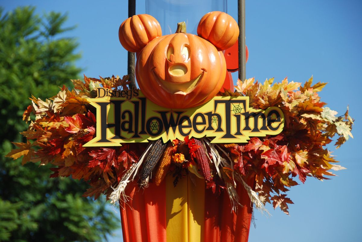 Halloween: how Disneyland goes all out!